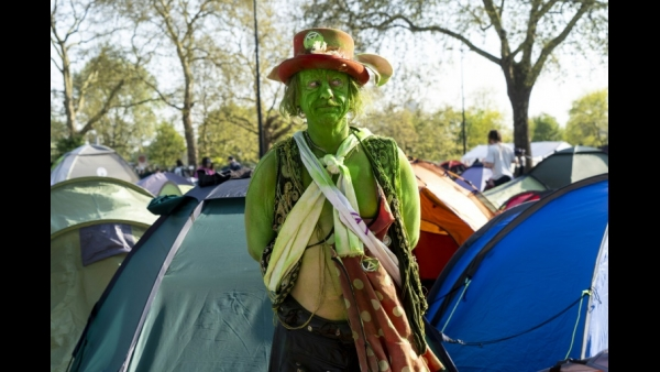 A climate change activist stands outside his encampment at Marble Arch in London, on the sixth day of an environmental protest by the Extinction Rebellion group  AFP / Niklas HALLE'N