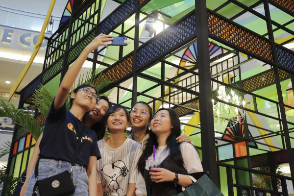 Shoppers take selfies in front of the Eid Al-Fitr decorations at a mall in Kuala Lumpur, Malaysia, Wednesday, May 22, 2019. Malls have been decorated with festive elements ahead of the Eid. AP photo