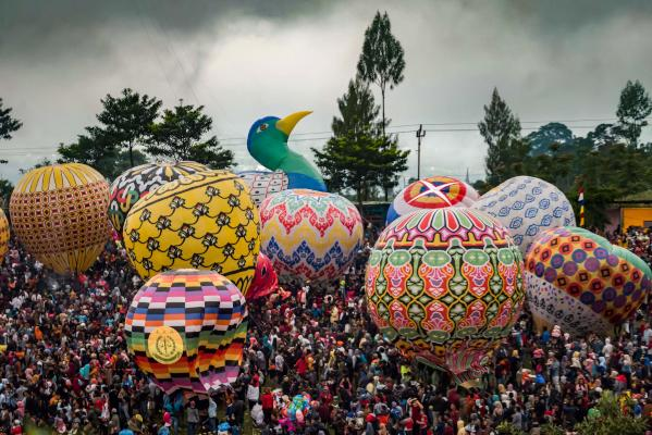 Indonesians prepare to release hundreds of giant balloons at Pagerejo field in Wonosobo, Central Java on June 15, 2019, during the Java Traditional Balloon Festival to educate people about flying safety. (AFP)