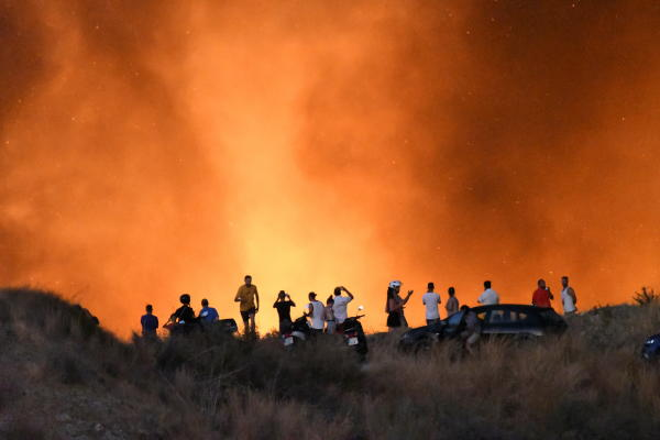 People look on a forest fire in the area Altos de Marbella, near of AP-7 highway in the town of Marbella, Costa del Sol, southern Spain, 22 August 2019 (issued 23 August 2019). EPA/APZ
