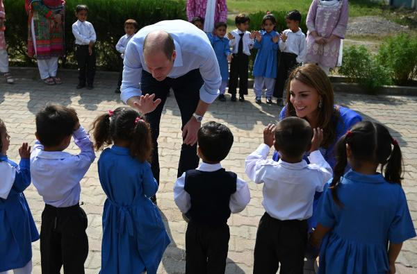 Britain's Prince William (2nd R), Duke of Cambridge, and his wife Catherine (R), Duchess of Cambridge, meet with school children during their visit to a government-run school in Islamabad on October 15, 2019. (AFP)