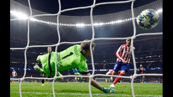Atletico Madrid's Spanish forward Alvaro Morata scores a goal during the UEFA Champions League football match between Atletico Madrid and Bayer Leverkusen at the Wanda Metropolitano stadium in Madrid, Spain  AFP / OSCAR DEL POZO