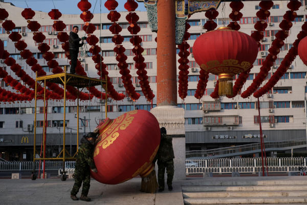 Workers dismantle decorations after the temple fair for the Chinese Lunar New Year in Ditan Park was canceled in Beijing, China January 24, 2020. REUTERS/Carlos Garcia Rawlins