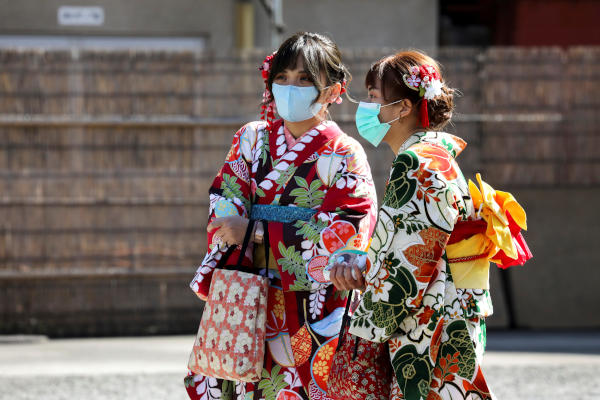 Tourists wearing kimono and protective masks visit Sensoji Temple in Asakusa district in Tokyo, Japan, February 18, 2020. (Reuters)