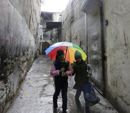 Students Brave Shelling and Return to Damascus Schools