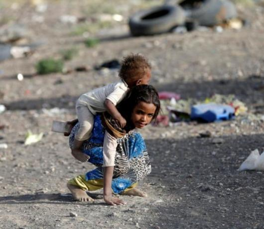 Exclusive - Houthi Rule Turns Sanaa Residents into 'Beggars'