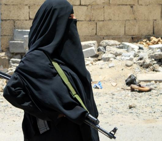 Exclusive - Fearless Yemeni Women Take up Arms to Fight Houthis