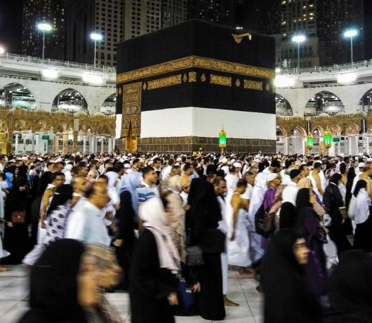 Deputy Minister of Hajj to Asharq Al-Awsat: Saudi Arabia Rejects Politicization of Holy Rituals