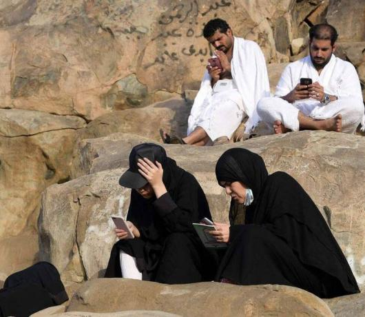 Faith 2.0: Pilgrims Turn to Tech to Boost Hajj