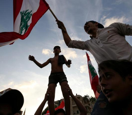 Two Obstacles Face the Lebanese Uprising: Banks, Hezbollah