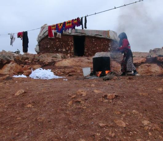 Exclusive - Displaced Syrians Left to Suffer in Blistering Cold as they Flee Idlib Bombardment