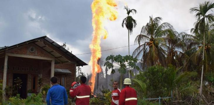 At Least 15 Dead, Dozens Injured in Blaze at Indonesia Oil Well