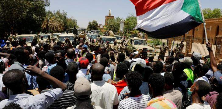 Huge Protests outside Sudan's Defense Ministry as Judges Join Opposition