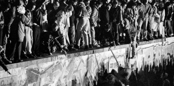 AR Revives Berlin Wall, 30 Years after its Fall