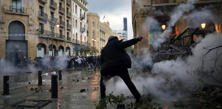 Lebanon Security Forces, Protesters Clash near Parliament as Aoun Urges Army to Restore Calm