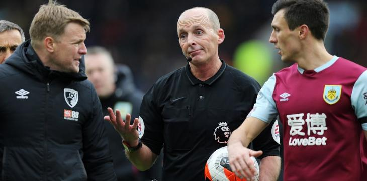 Mike Dean Lays Cards on Table to Give Peter Crouch a Referee's Insight