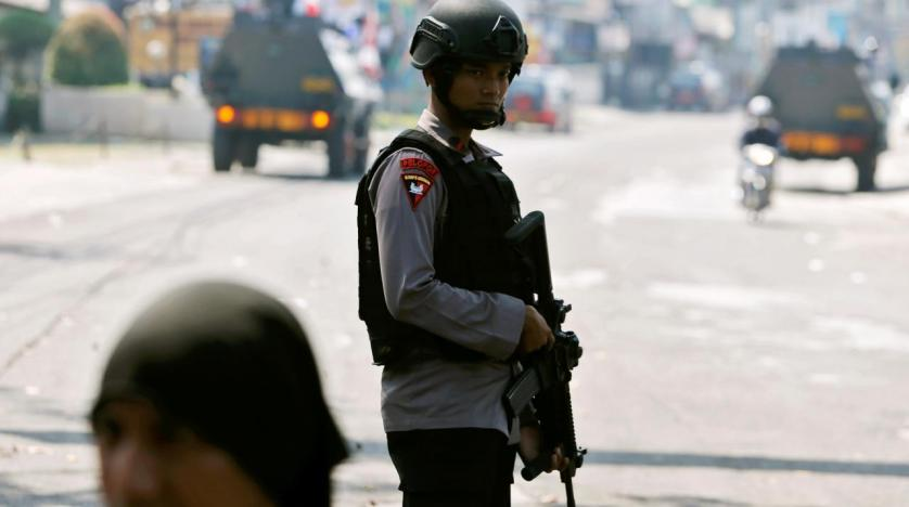 Suspected terrorists attack Riau Police headquarters with sharp weapons, 2 cops injured