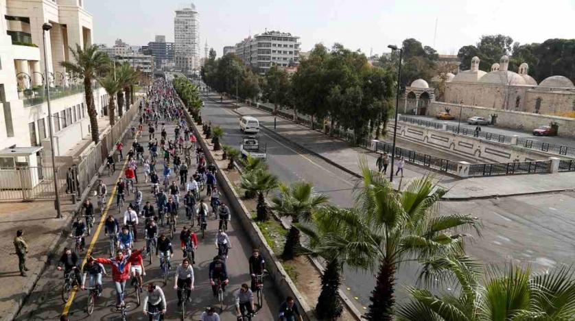 People take part in a biking tour in Damascus. Image Reuters