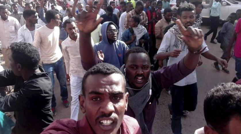Sudan Police Use Tear Gas to Disperse Anti-Al-Bashir Protesters