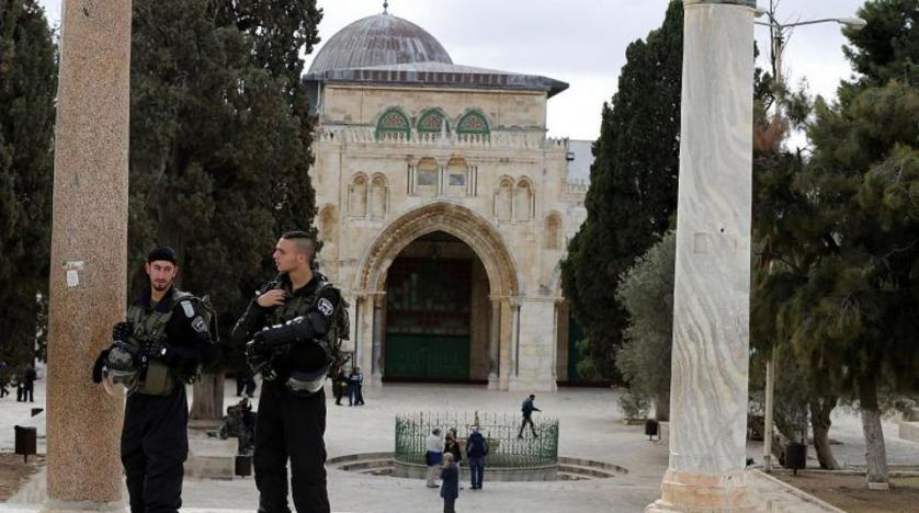 Israeli forces seal off Al-Aqsa gates, assault worshipers