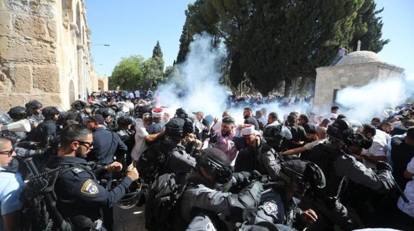 Israeli police clashes with Palestinian worshippers at al Aqsa mosque compound in Jerusalem Sunday Aug 11 2019