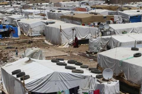 Syrian Refugees Leave Lebanon's Deir Al-Ahmar after Decision to Dismantle their Camp