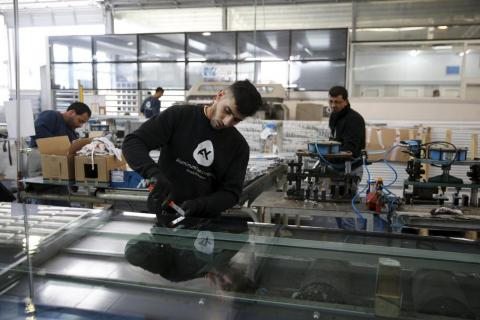 Shin Bet Rejects Israeli Army's Plan to Bring 5,000 Palestinian Workers Into Israel