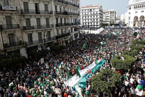 Algeria Army Orders Police to Bar Protesters from Capital