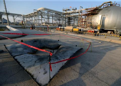 Aramco Warns Employees Against Taking Pictures of Sites - Asharq Al-awsat English