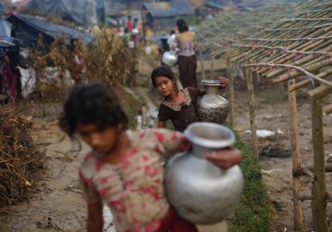 Rohingya Refugees Agree Move to Bangladesh Island